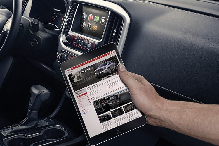 The 2015 GMC Canyon with an eight-inch-diagonal color touch screen radio that's standard on SLE and SLT and GMC IntelliLink infotainment system.