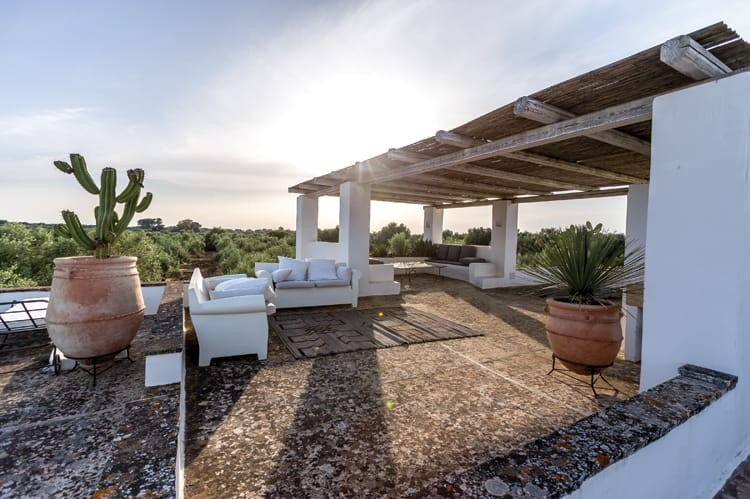 The sun rises over Masseria Cisterna Rossa, a perfect oasis close to small towns like Gallipoli and Otranto
