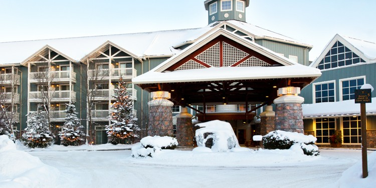Deerhurst Resort is full of Winter activities. From snow-shoeing, to skating, to dogsled riding, there is something for everyone in your family to enjoy!