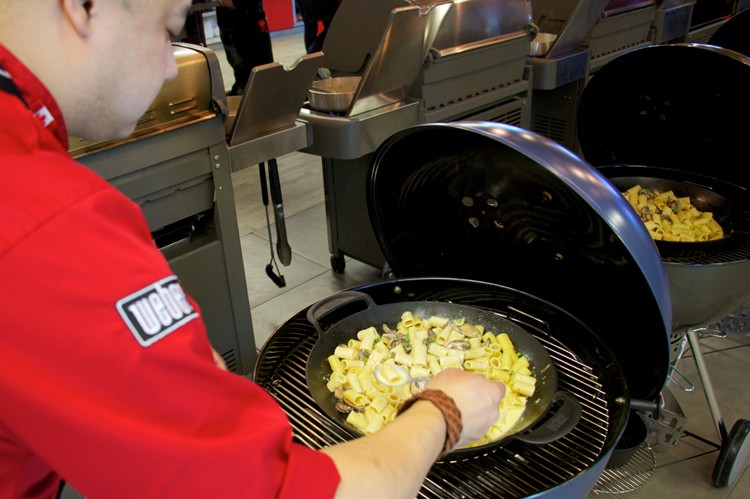 Weber Holzkohlegrill Master Touch : Weber launches the limited edition master touch city life